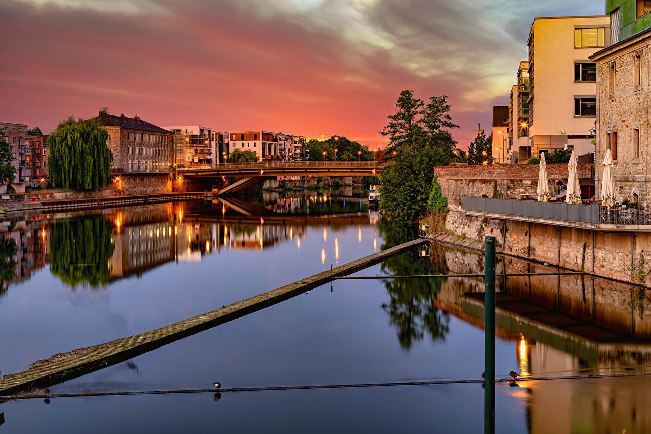 Картинка Германия Kassel Мосты река Вечер Уличные фонари Здания Города мост Реки речка Дома город