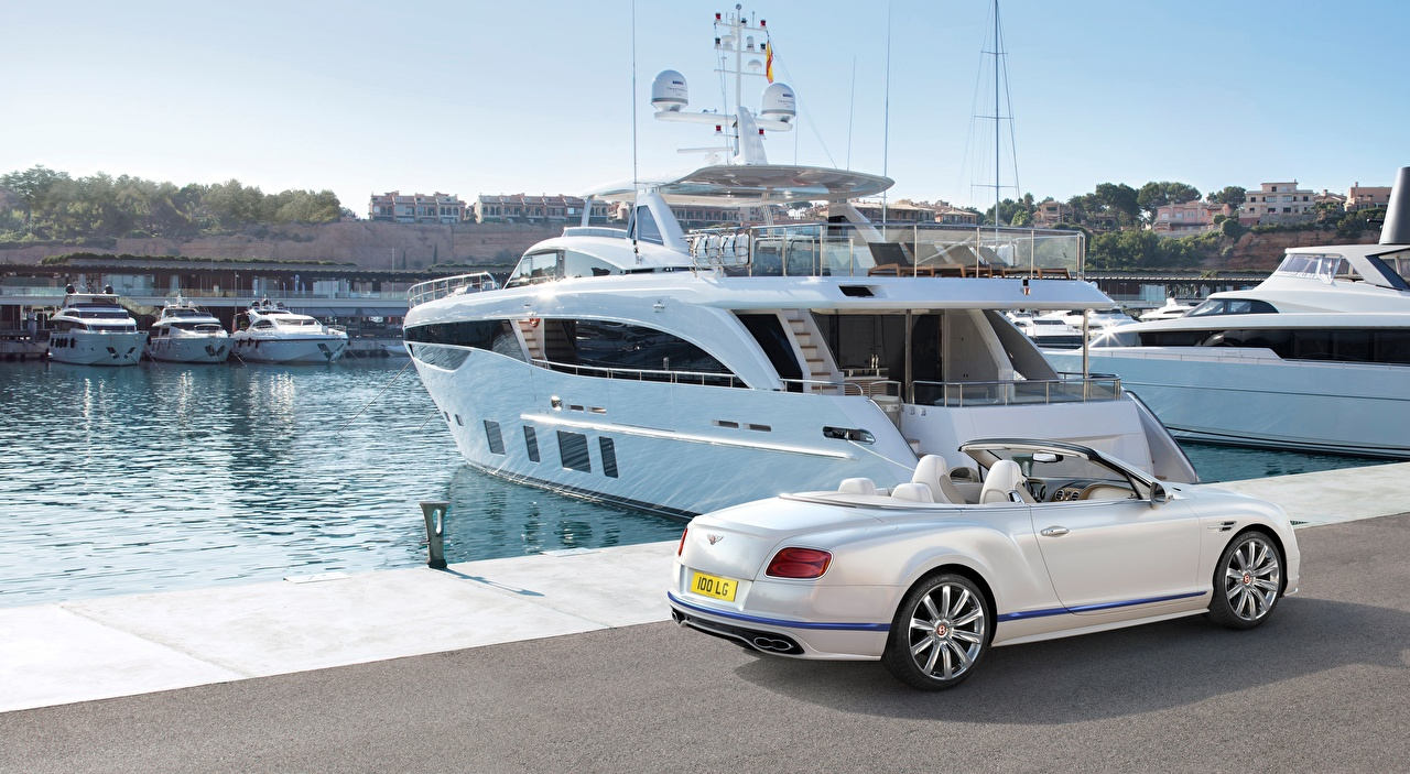 Обои для рабочего стола Бентли Continental GT, Convertible Galene Edition, 2017 белые Яхта машины Пристань Bentley белая Белый белых авто Пирсы машина Причалы Автомобили автомобиль