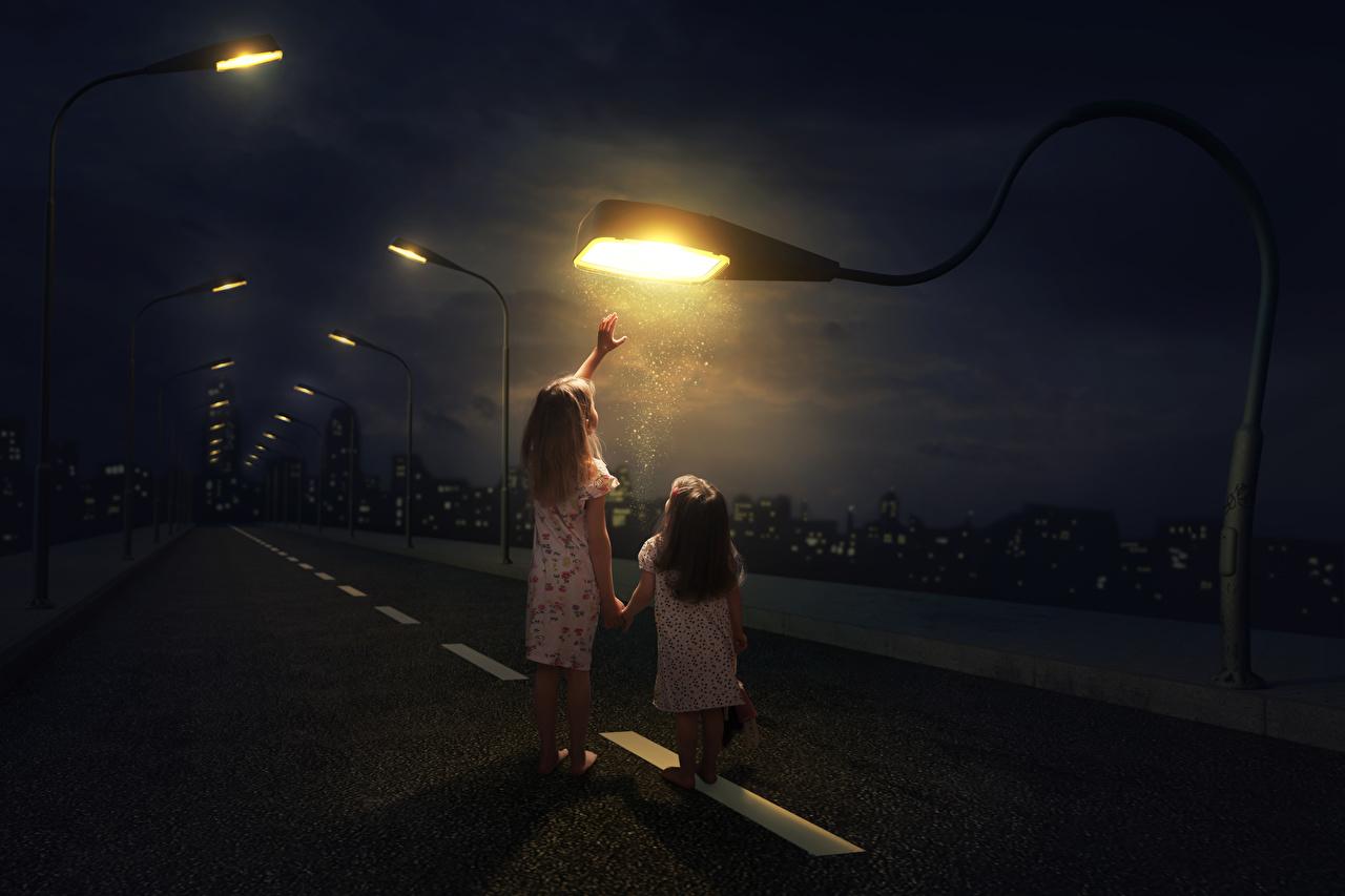 Фотография девочка Ребёнок Двое Дороги Креатив Ночные Уличные фонари Девочки Дети 2 два две вдвоем оригинальные Ночь ночью в ночи