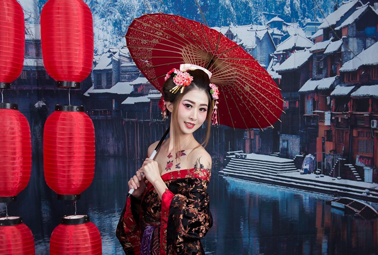 Фото брюнетки мейкап улыбается Japanese девушка азиатки Зонт Взгляд Брюнетка брюнеток Улыбка Макияж косметика на лице Девушки молодая женщина молодые женщины Азиаты азиатка зонтом зонтик смотрит смотрят