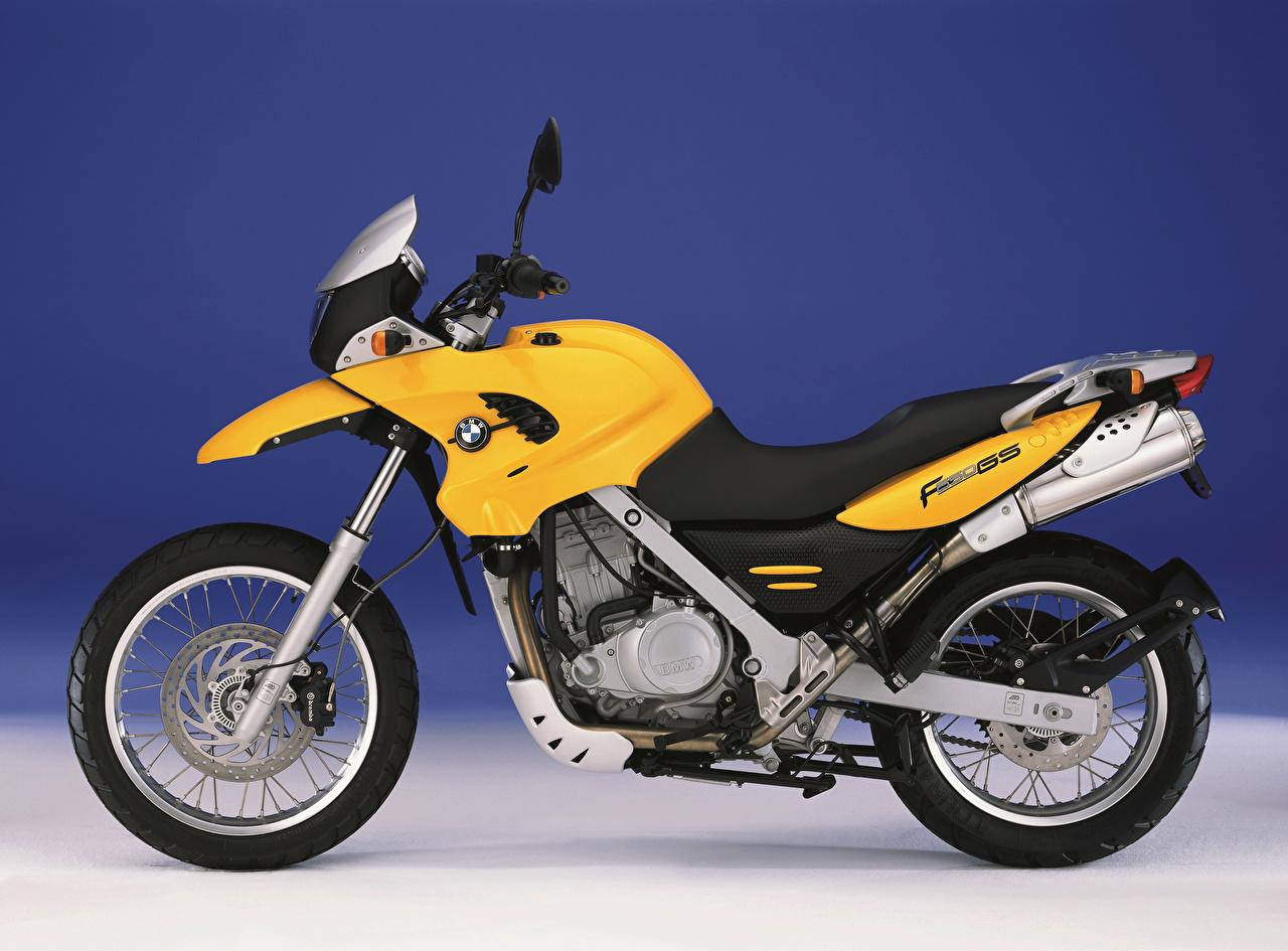 Фото BMW - Мотоциклы F 650 GS (R13), 1999–2003 желтых Мотоциклы Сбоку БМВ желтая желтые Желтый мотоцикл