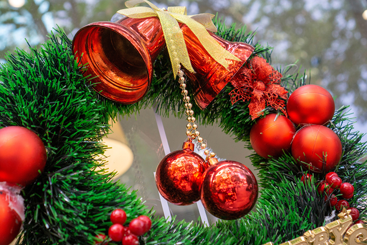 Фотографии Рождество ветвь Шарики Бантик колокольчик Новый год Шар бант Ветки ветка бантики на ветке Колокольчики