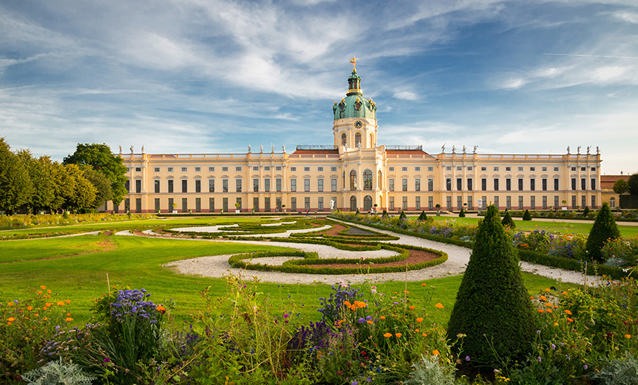 Фото Берлин дворца Германия Charlottenburg Palace Газон город Ландшафтный дизайн Дворец газоне Города