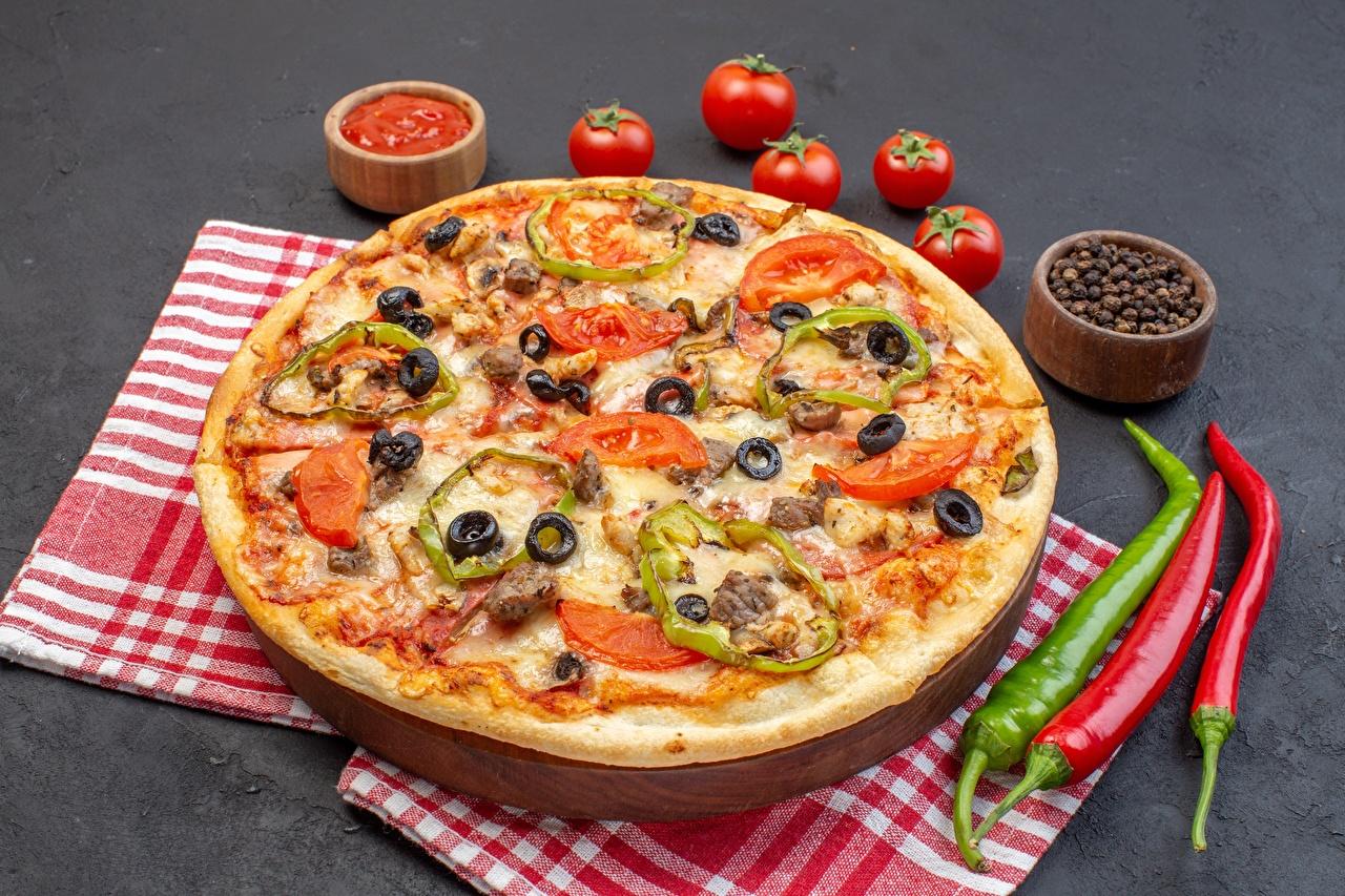Фото Пицца Томаты Перец чёрный Острый перец чили Еда Помидоры Пища Продукты питания