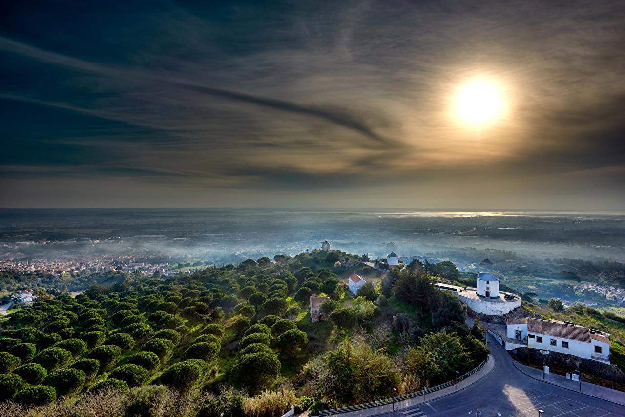Обои для рабочего стола Португалия Castelo de Palmela тумане Замки солнца Здания Города Туман тумана замок Солнце Дома город