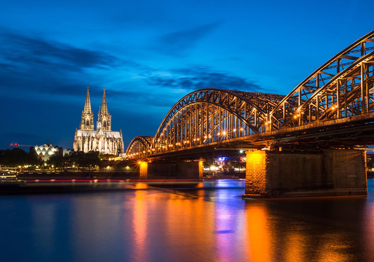 Фотографии Кёльн Церковь Германия Hohenzollern Bridge and Cathedral мост храм речка Вечер Уличные фонари город Мосты Реки река Храмы Города