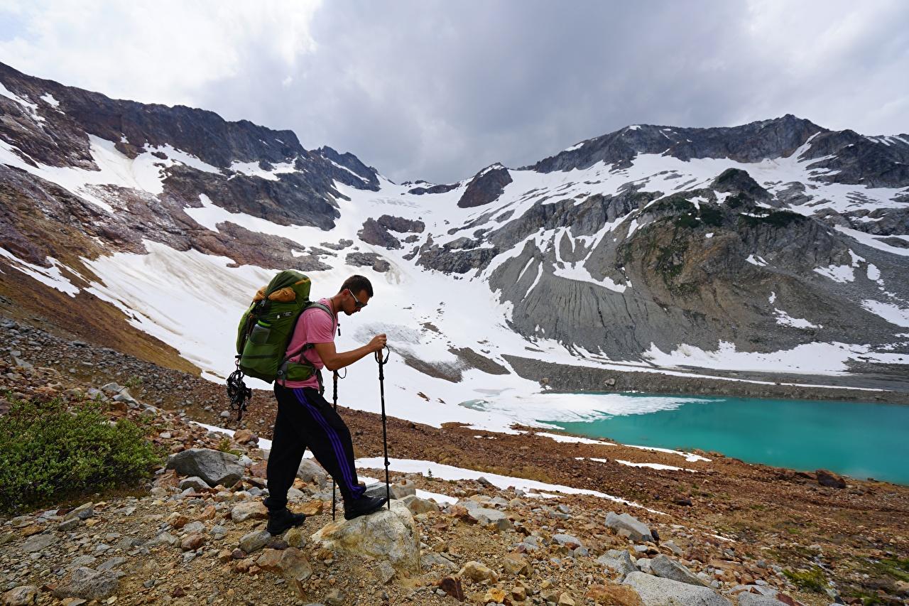 Фото Мужчины Альпинист Рюкзак гора Природа очков мужчина альпинисты Горы Очки очках