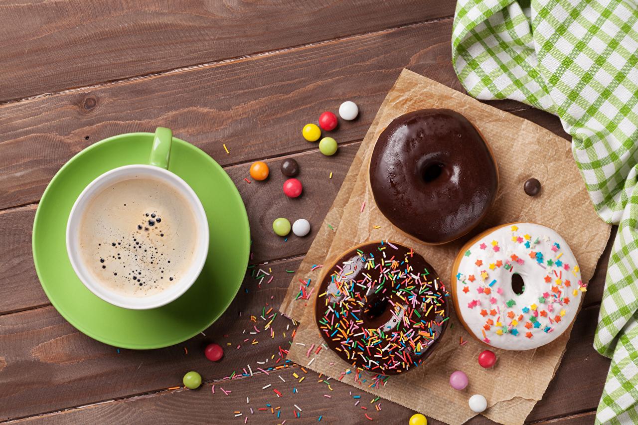 Картинка Шоколад Кофе Пончики Пища чашке Сладости Доски Еда Чашка Продукты питания