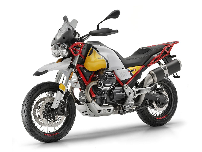 Фотографии Стайлинг 2019 Moto Guzzi V85 TT мотоцикл белым фоном Тюнинг Мотоциклы Белый фон белом фоне