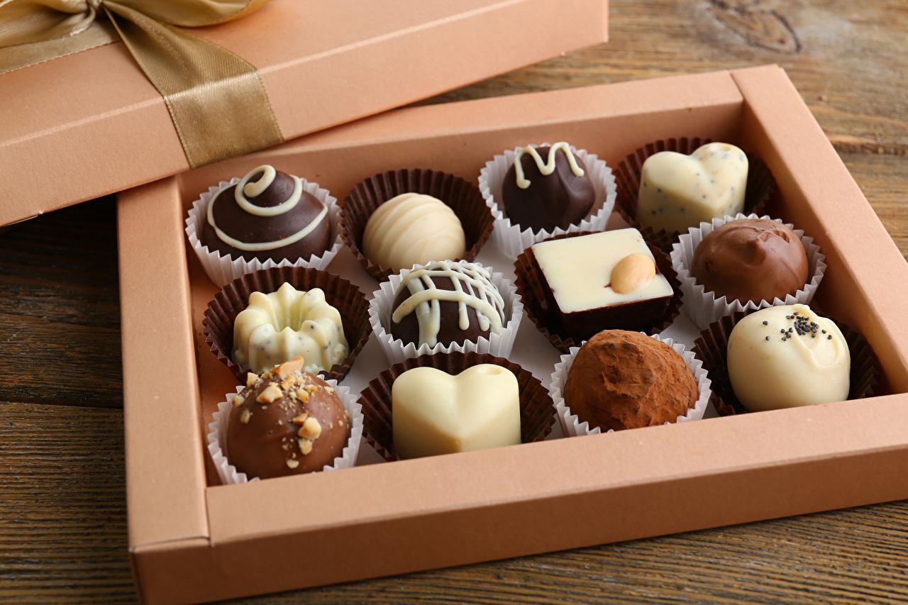 Картинка Шоколад Конфеты Коробка Пища Сладости дизайна Еда Продукты питания Дизайн