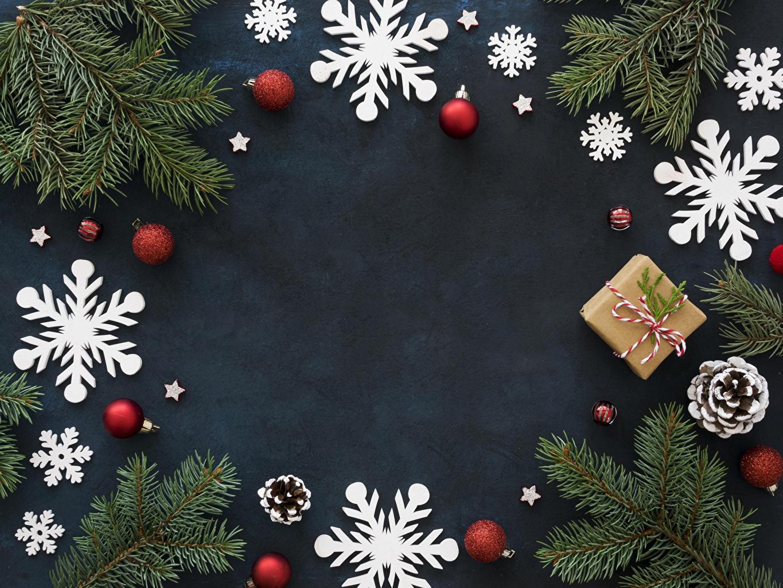 Фотография Рождество снежинка Коробка подарков Шар ветвь шишка Шаблон поздравительной открытки Новый год Снежинки коробки коробке подарок Подарки ветка Ветки Шишки Шарики на ветке