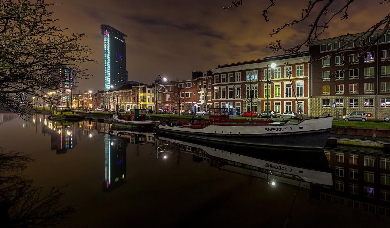 Обои для рабочего стола Нидерланды The Hague Водный канал Речные суда набережной город Здания голландия Набережная Дома Города