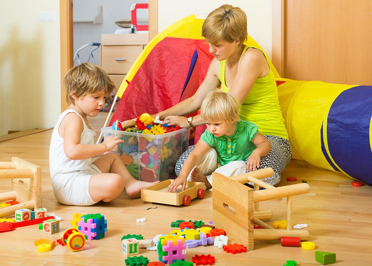 Обои для рабочего стола девочка Мальчики Мать Дети игрушка Девочки мальчик мальчишка мальчишки Мама ребёнок Игрушки