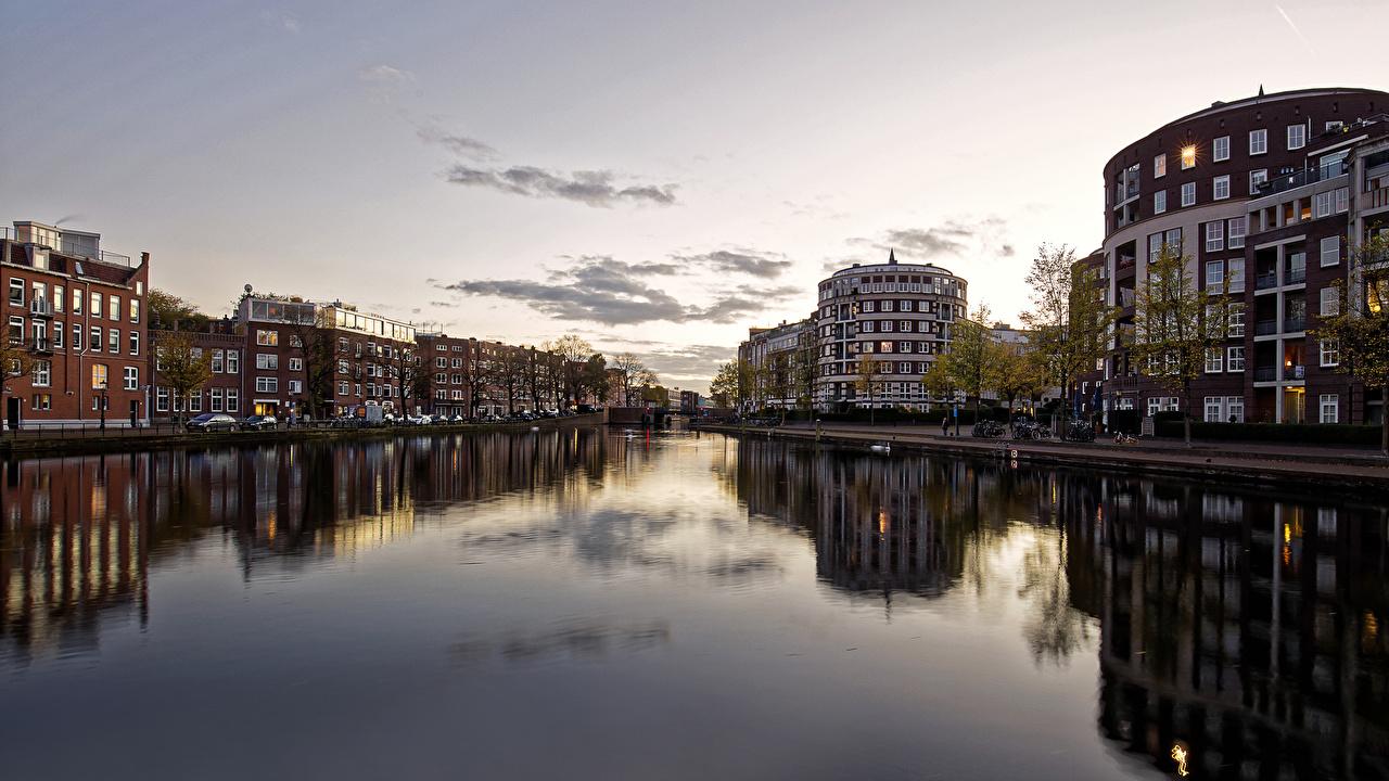 Обои для рабочего стола Амстердам Нидерланды река Вечер Города Здания голландия Реки речка Дома город