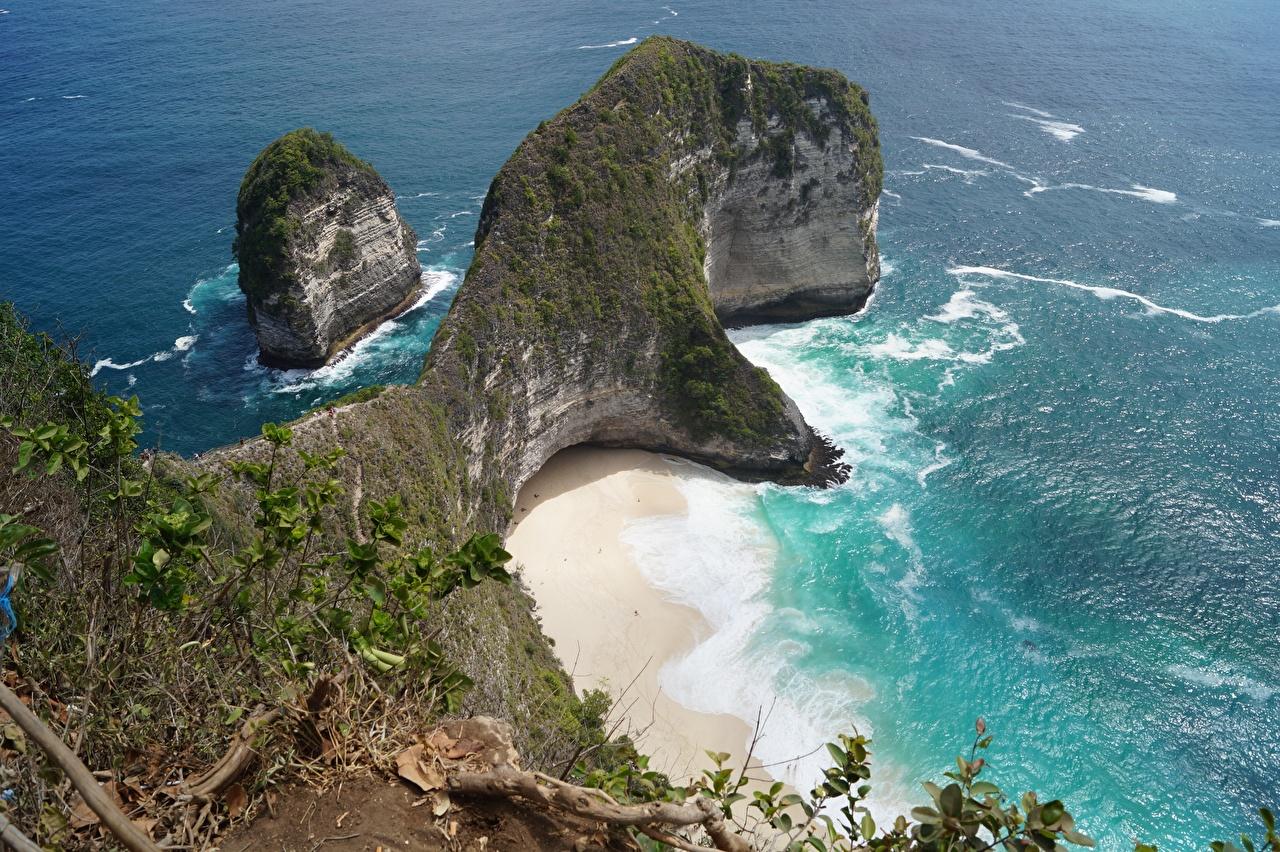 Картинки Индонезия Bali, Kelingking Beach, Nusa Penida пляжа Море Утес Природа Остров Пляж пляже пляжи Скала скале скалы