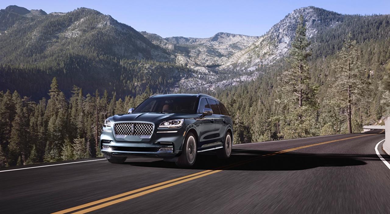 Обои для рабочего стола Lincoln SUV Aviator, Black Label, 2019 гора черная лес Дороги едущая машины Металлик Внедорожник Горы Черный черные черных Леса едет едущий скорость Движение авто машина Автомобили автомобиль