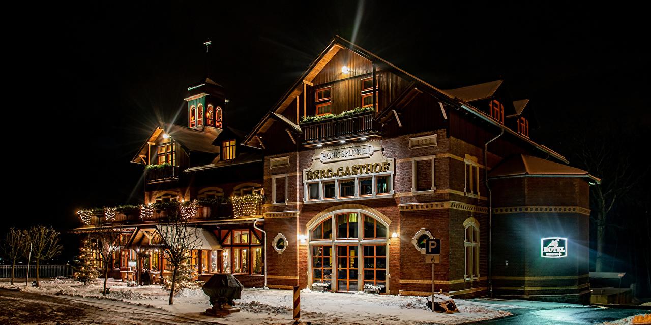 Фотографии Германия Gasthof Honigbrunnen Loebau Зима Гостиница Ночные Уличные фонари Дома Города Дизайн Отель зимние Ночь Здания