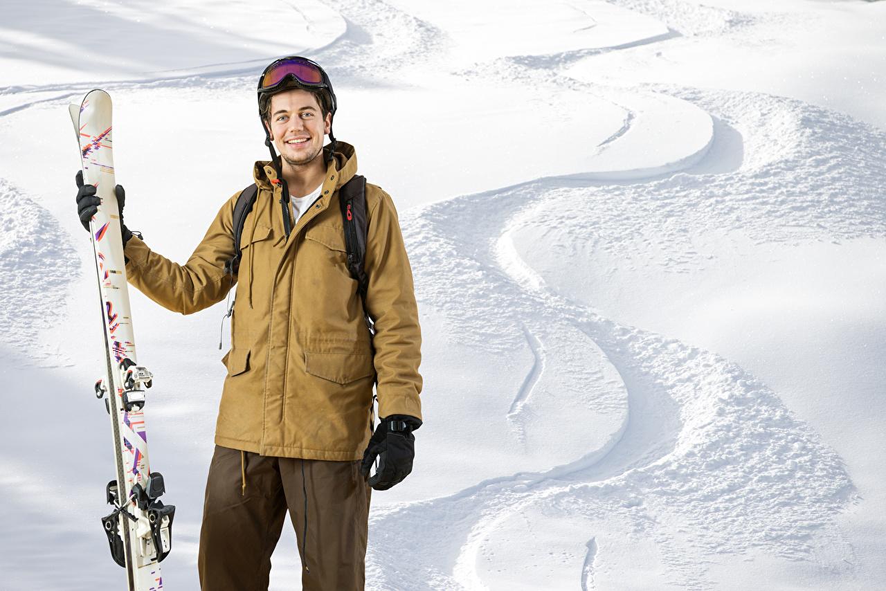Фотография мужчина Улыбка зимние спортивная Снег Лыжный спорт Мужчины улыбается Зима Спорт спортивные спортивный снега снегу снеге