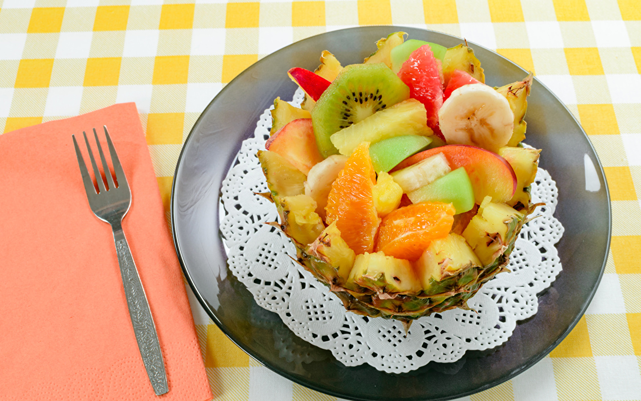 Картинки Пища Салаты Фрукты Тарелка Вилка столовая Еда вилки тарелке Продукты питания