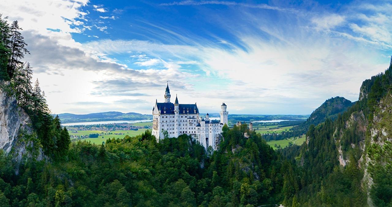 Фотография Бавария Нойшванштайн Германия Горы Утес замок лес Города гора скалы скале Скала Замки Леса город