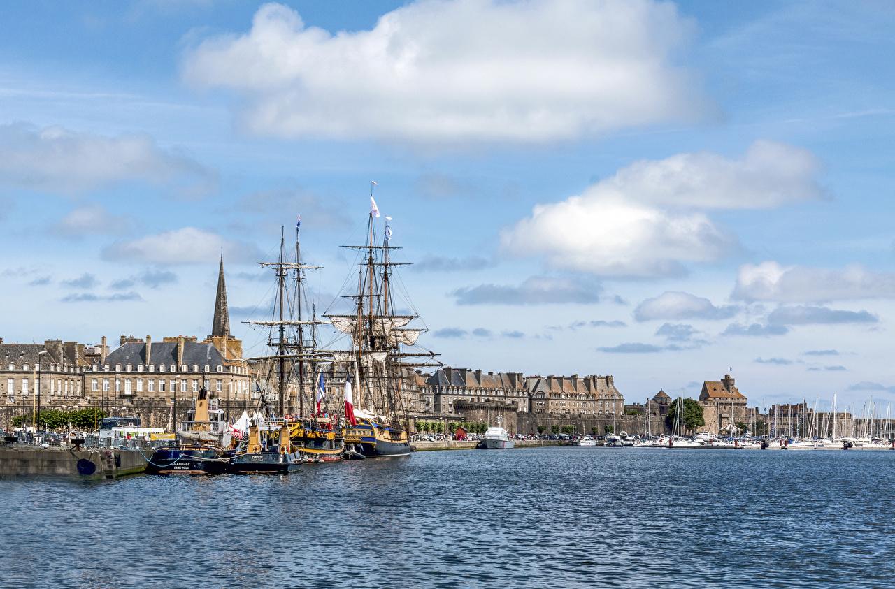 Фото Франция Saint-Malo Корабли Залив Причалы Парусные Города Здания Пирсы Пристань Дома