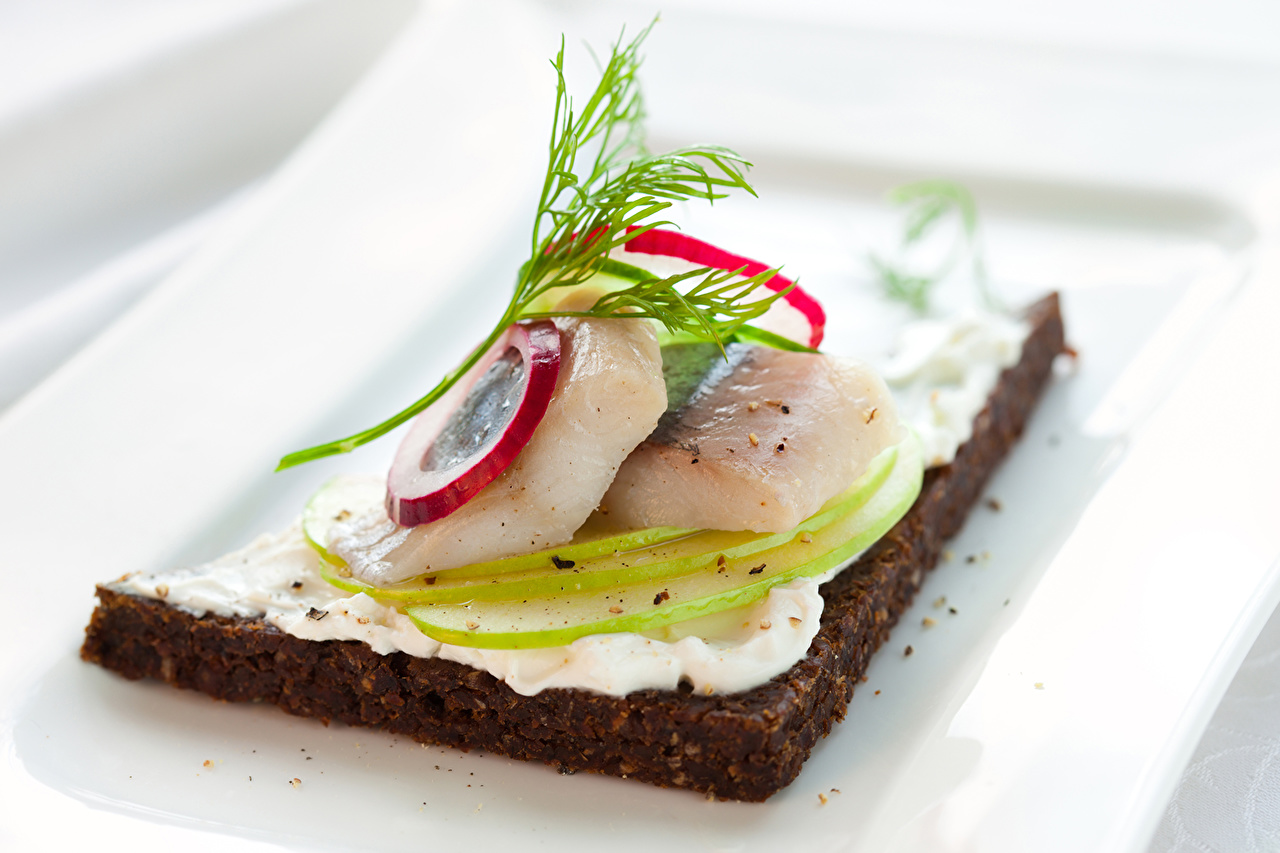 Фото Лук репчатый Рыба бутерброд Продукты питания Бутерброды Еда Пища