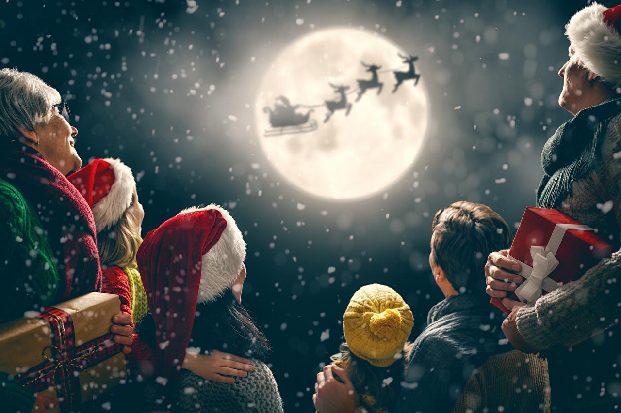 Фотографии Олени Семья Новый год санях силуэта Шапки Дед Мороз Небо луной подарков Рождество Сани Санки санках Силуэт силуэты шапка в шапке Санта-Клаус луны Луна подарок Подарки