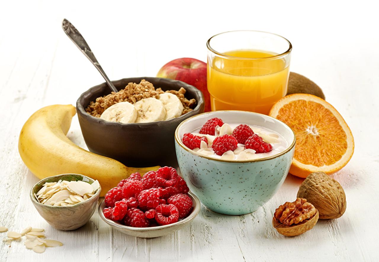 Картинки Сок Завтрак Малина Бананы стакане Мюсли Продукты питания Орехи Стакан стакана Еда Пища