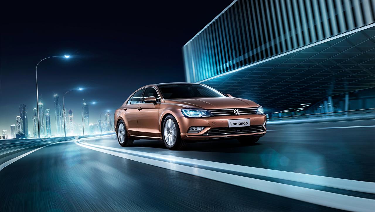 Обои для рабочего стола Volkswagen 2015 Lamando коричневые едет Дороги Ночные Автомобили Фольксваген Коричневый коричневая едущий едущая скорость Движение Ночь авто ночью в ночи машины машина автомобиль