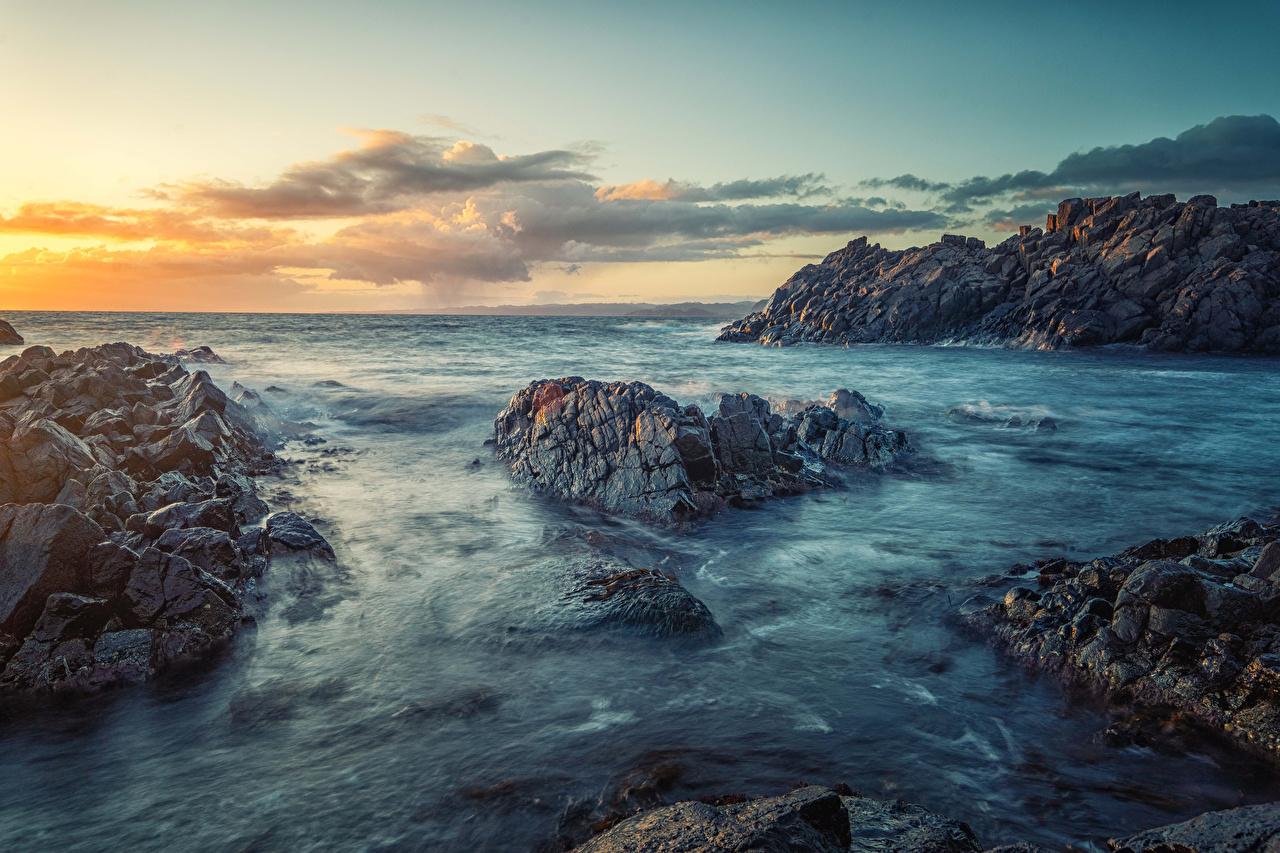 Картинки Норвегия Море Утес Природа Рассветы и закаты Побережье Скала скале скалы рассвет и закат берег