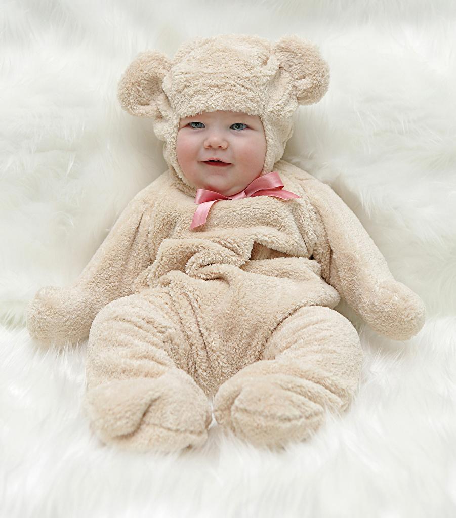 Фотографии грудной ребёнок ребёнок униформе Взгляд младенца младенец Младенцы Дети Униформа смотрят смотрит