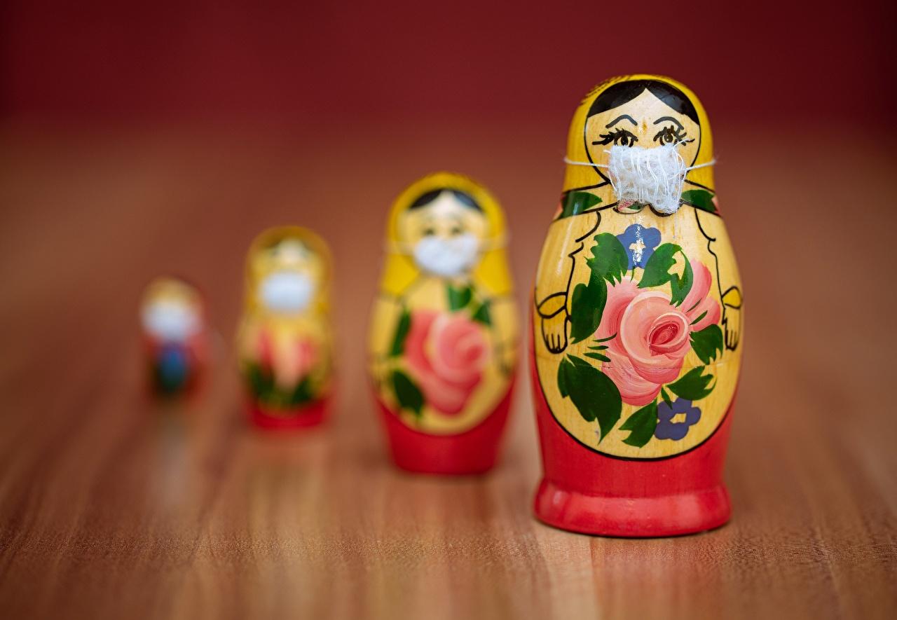 Обои для рабочего стола матрешки Коронавирус Размытый фон Креатив Маски игрушка Матрёшка матрешкой боке креативные оригинальные Игрушки