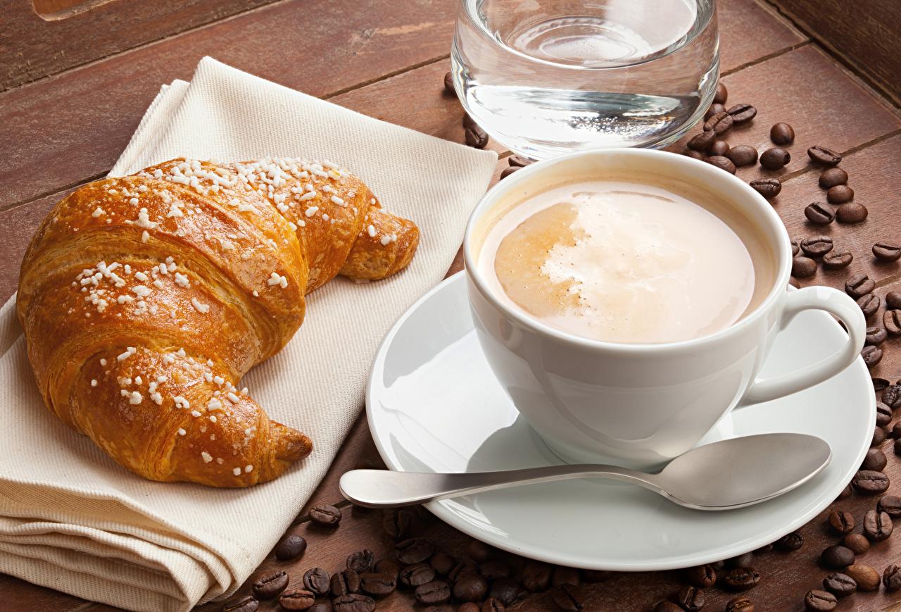 Картинки Кофе Капучино Круассан Зерна Чашка Ложка Продукты питания Еда Пища