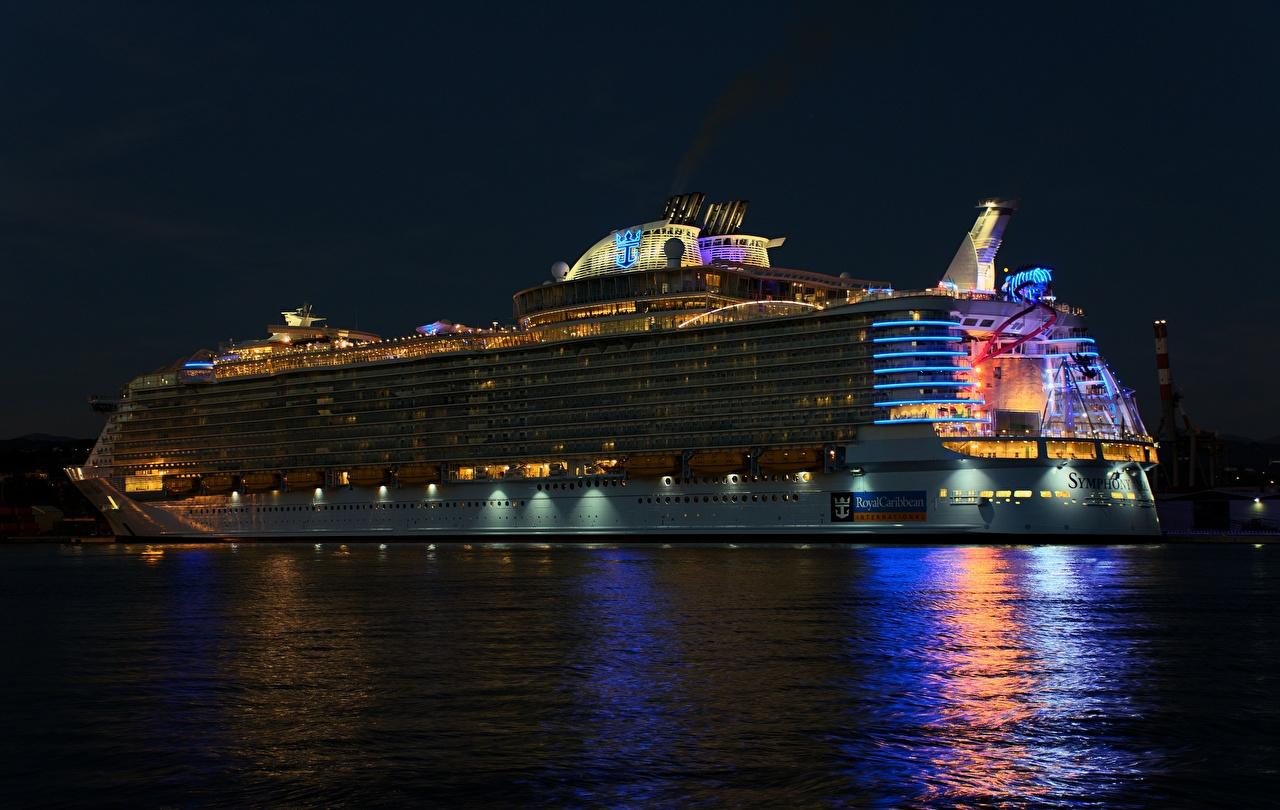 Картинки Круизный лайнер Royal Caribbean Корабли Ночь Ночные