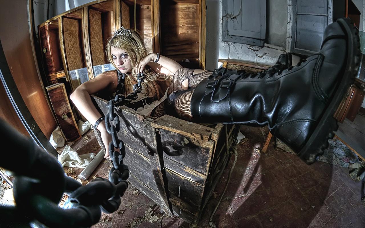 Фото сапогов box, Goths Девушки Цепь сапог Сапоги сапогах девушка молодая женщина молодые женщины цепи