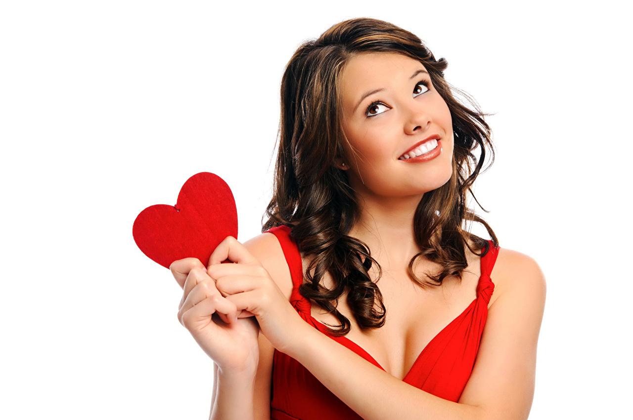 Фотография День святого Валентина шатенки Сердце улыбается молодая женщина Руки белом фоне День всех влюблённых Шатенка серце сердца Улыбка сердечко девушка Девушки молодые женщины рука Белый фон белым фоном