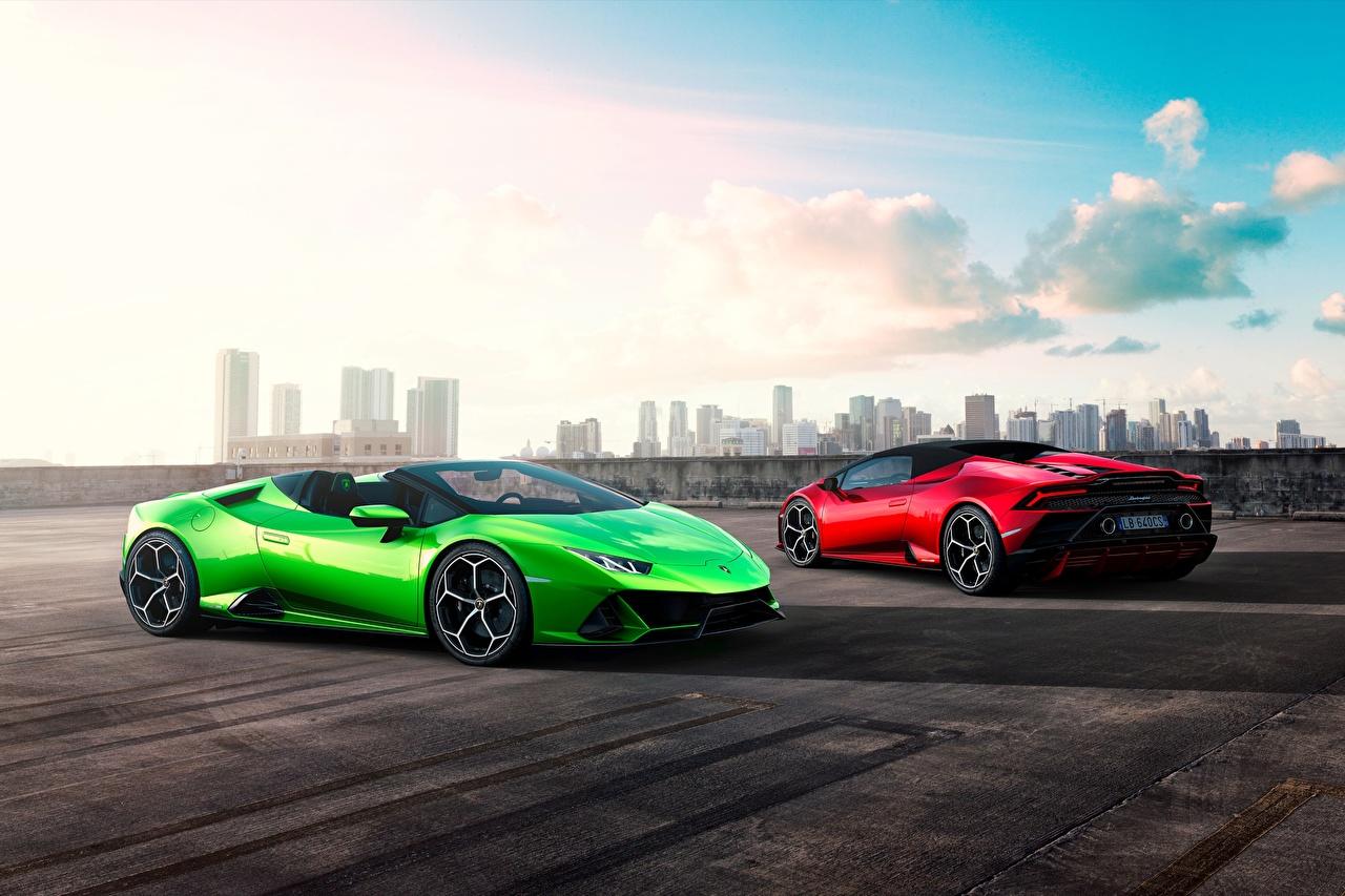 Обои для рабочего стола Lamborghini Spyder Evo Huracan Родстер два салатовая машина Ламборгини 2 две Двое вдвоем Салатовый салатовые желто зеленый авто машины Автомобили автомобиль