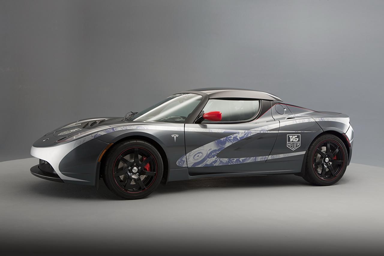 Картинки Tesla Motors 2010 Roadster Родстер Серый Сбоку машины Тесла моторс серые серая авто машина автомобиль Автомобили