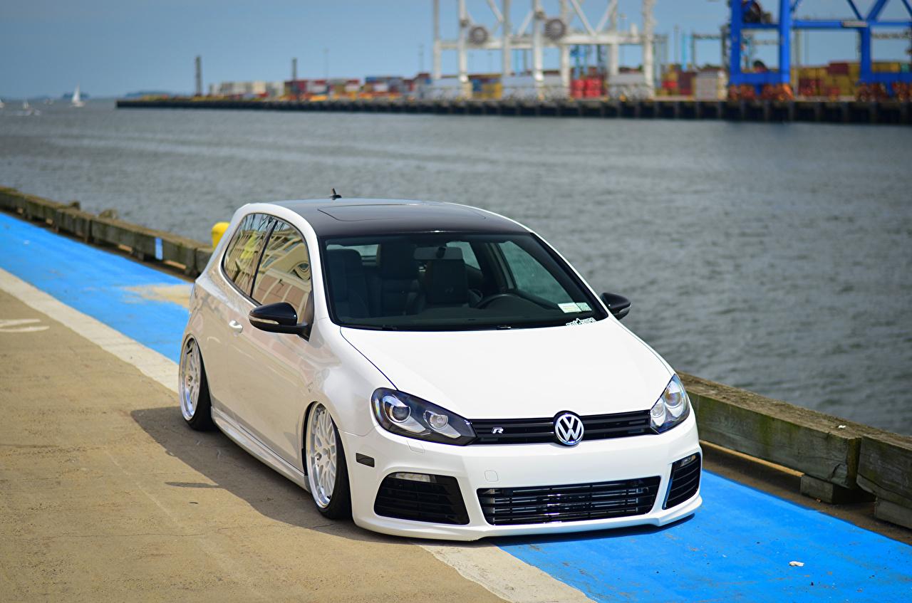 Фотографии Стайлинг Фольксваген golf R Белый авто Volkswagen Тюнинг белая белые белых машина машины Автомобили автомобиль