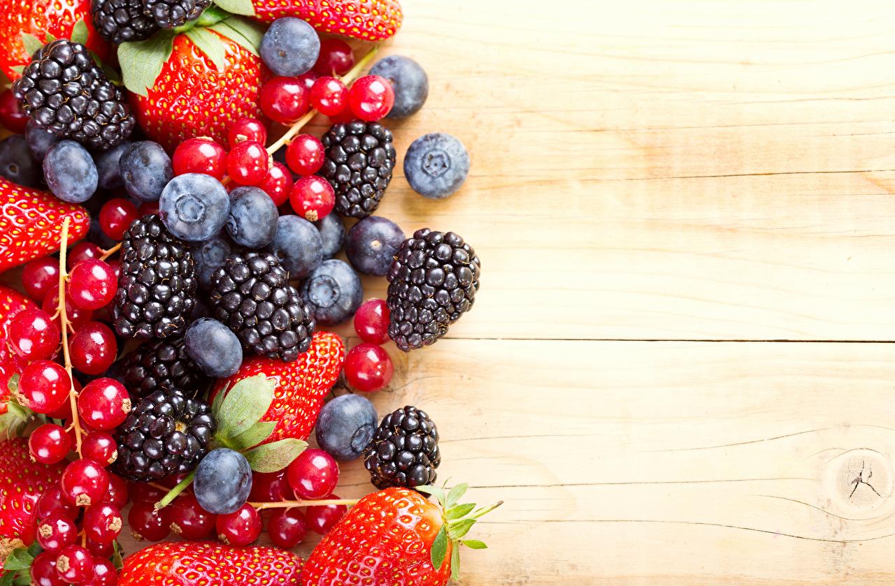 Картинки Ежевика Черника Клубника Смородина Ягоды Продукты питания Еда Пища