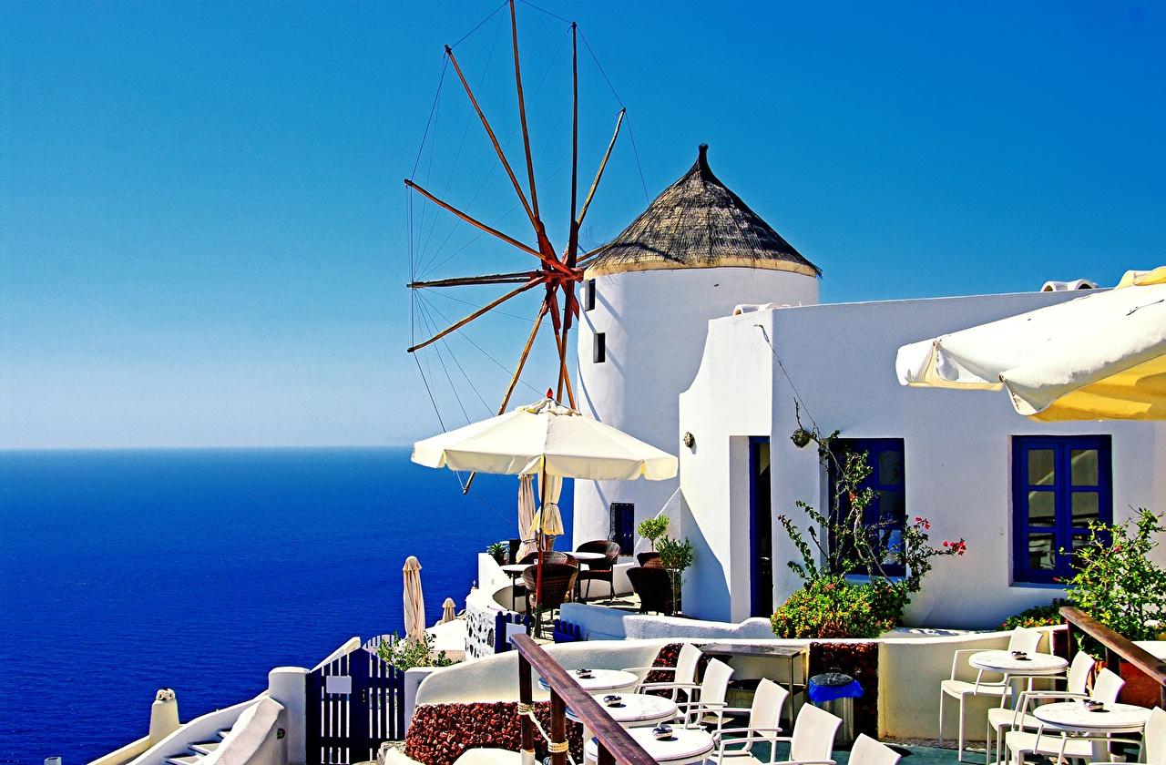 Обои для рабочего стола Тира Греция Мельница Кафе Дома Города Фира Санторини мельницы ветряная мельница город Здания