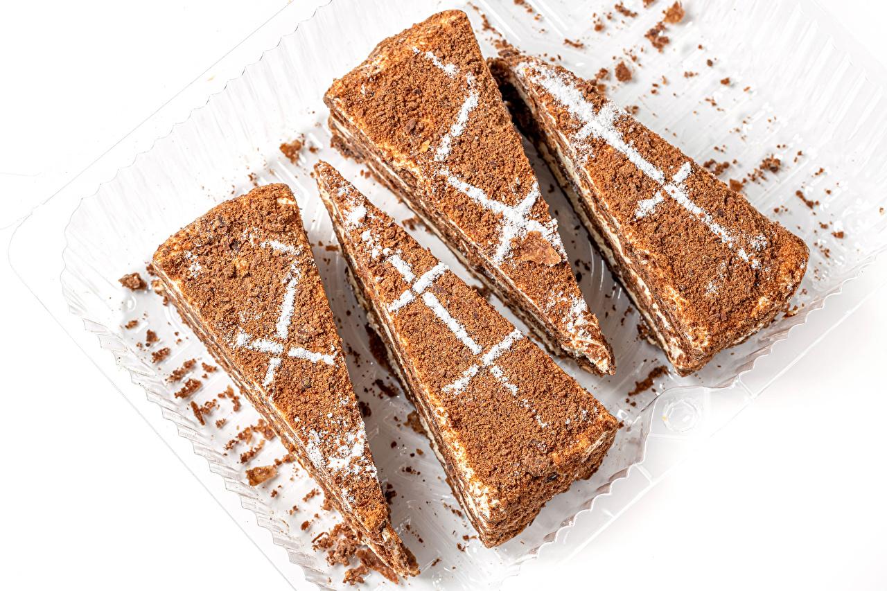 Картинки Какао порошок Пища Пирожное белым фоном Еда Продукты питания Белый фон белом фоне