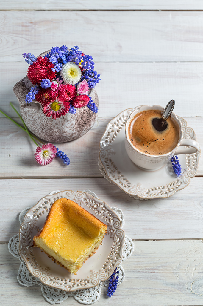 Фото Букеты Кофе Маргаритка Пища Чашка тарелке Гиацинты Выпечка Доски Еда чашке Тарелка Продукты питания