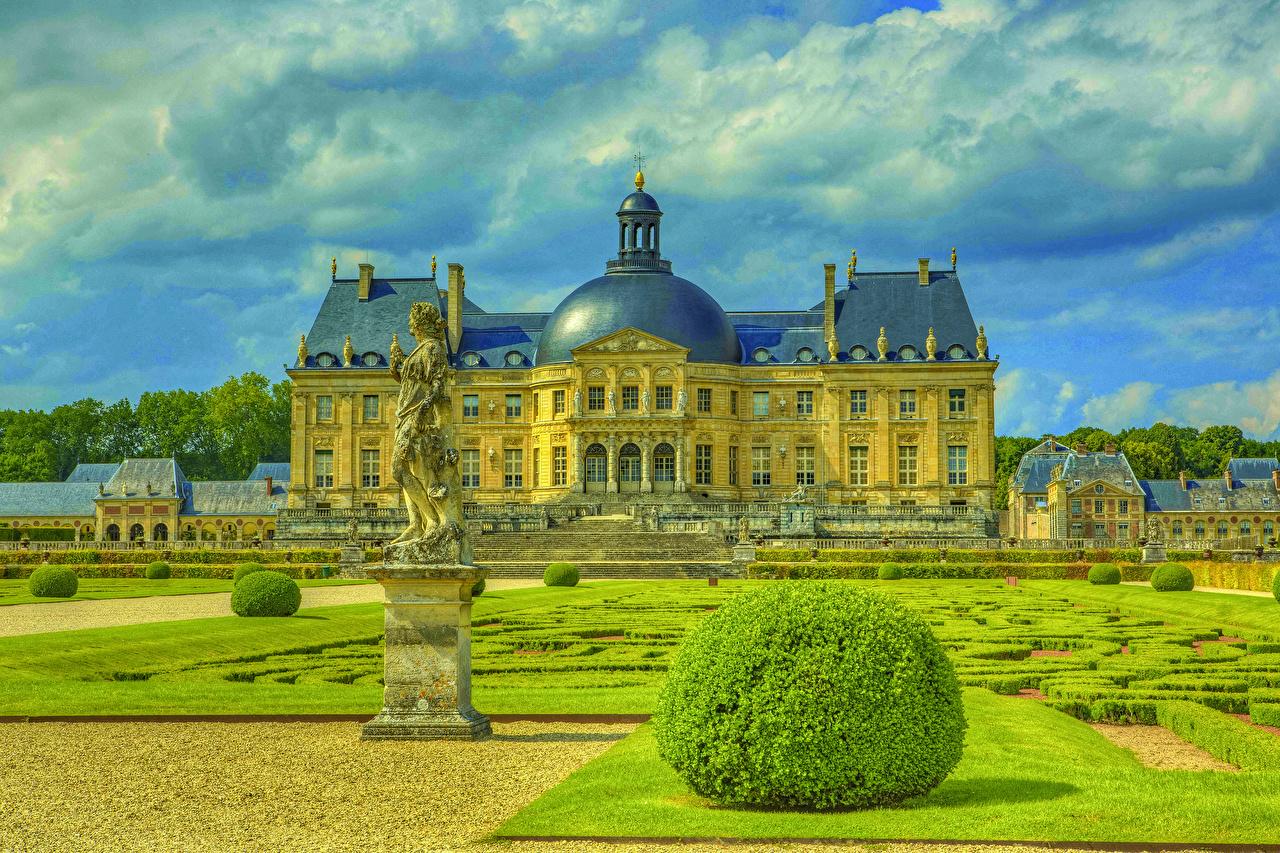 Фотография Франция Chateau de Vaux замок Газон Кусты Города скульптура Ландшафтный дизайн Замки газоне город кустов Скульптуры