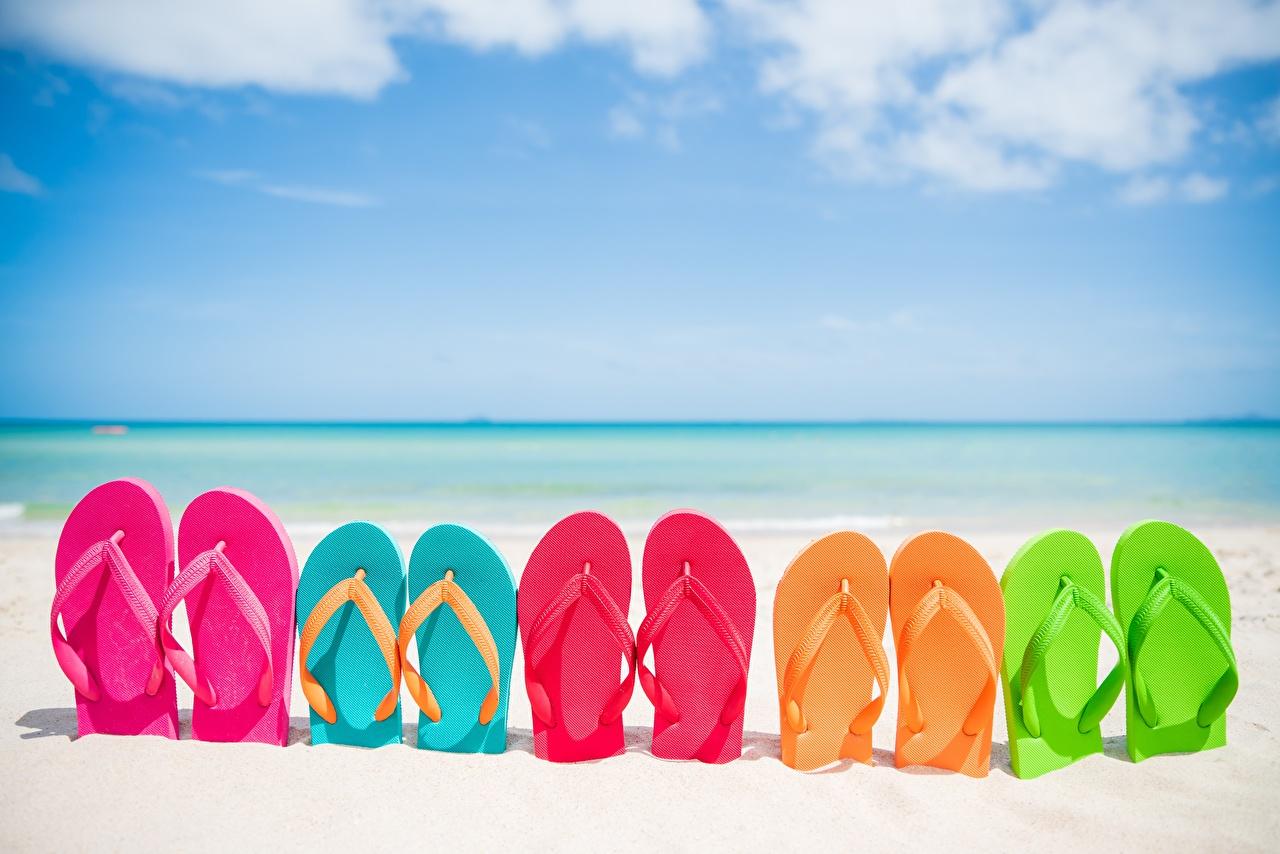 Фото Вьетнамки Разноцветные пляжа Море Природа сланцы шлепки Пляж пляже пляжи
