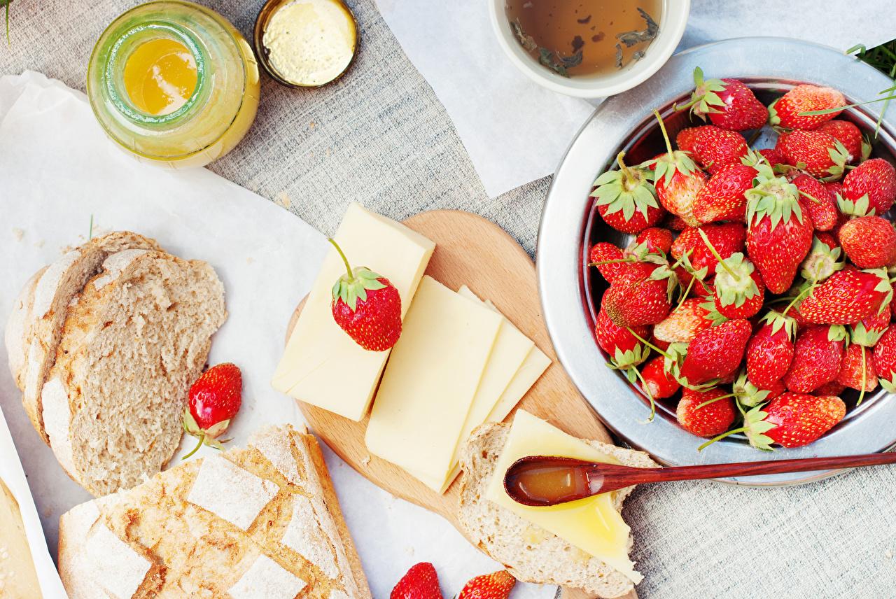 Фотография Мед Завтрак Хлеб Сыры Клубника Еда Пища Продукты питания