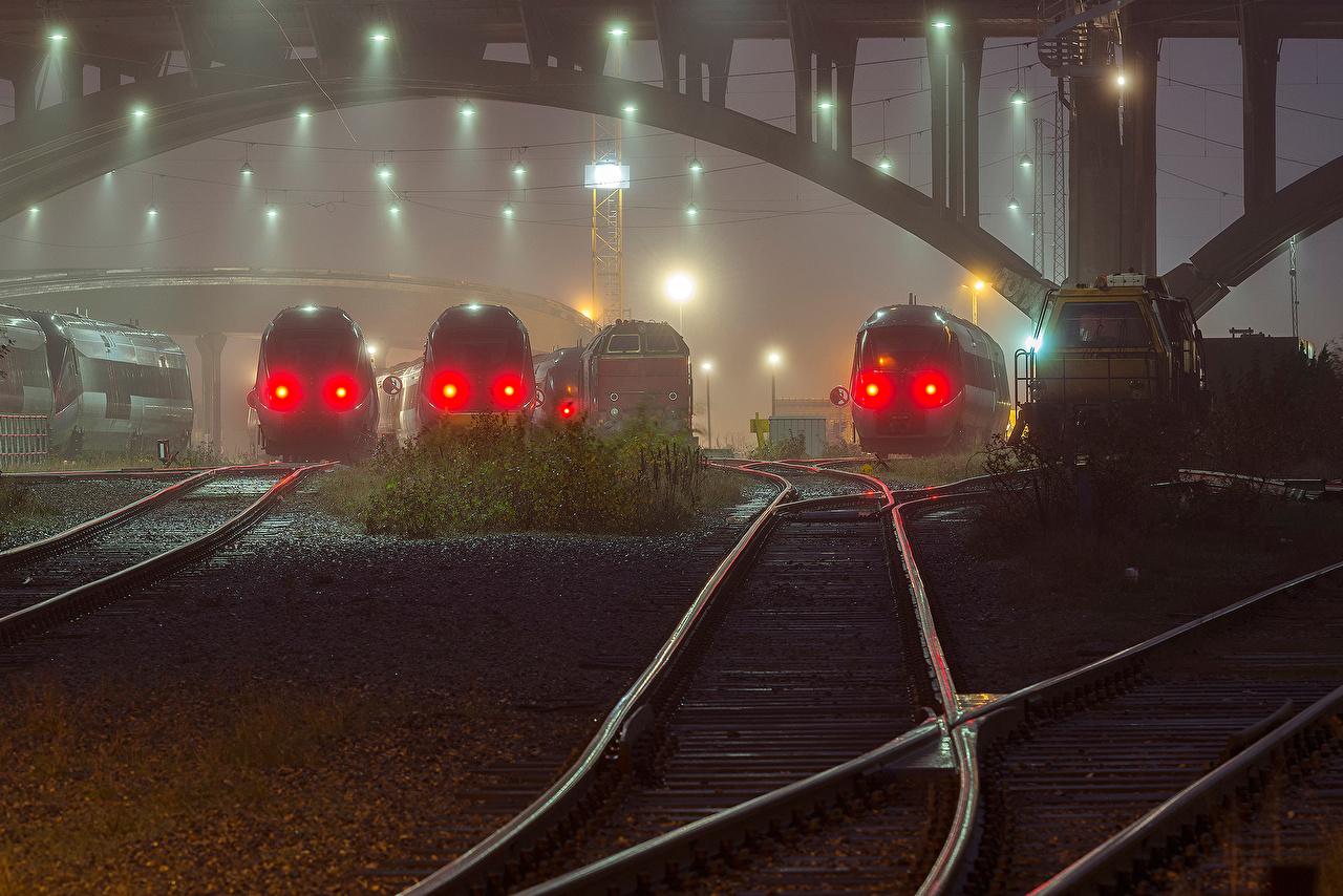 Обои для рабочего стола Поезда Уличные фонари Железные дороги