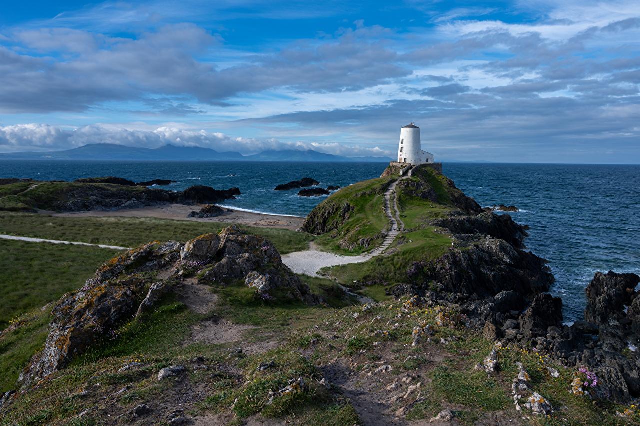 Картинки Уэльс Великобритания Anglesey маяк Море Природа Побережье облачно Маяки берег Облака облако