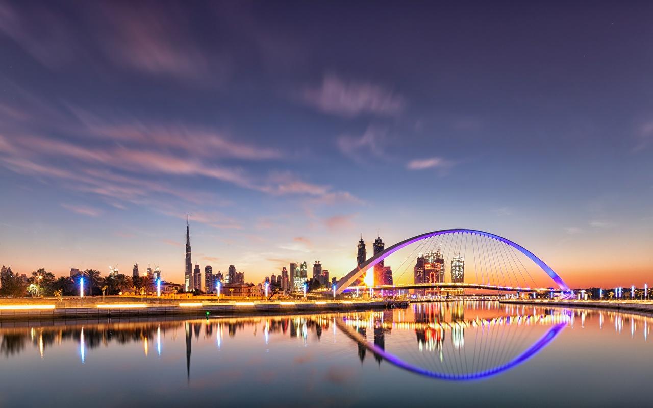 Картинка Дубай ОАЭ Мосты Водный канал Небо Вечер город Объединённые Арабские Эмираты Города