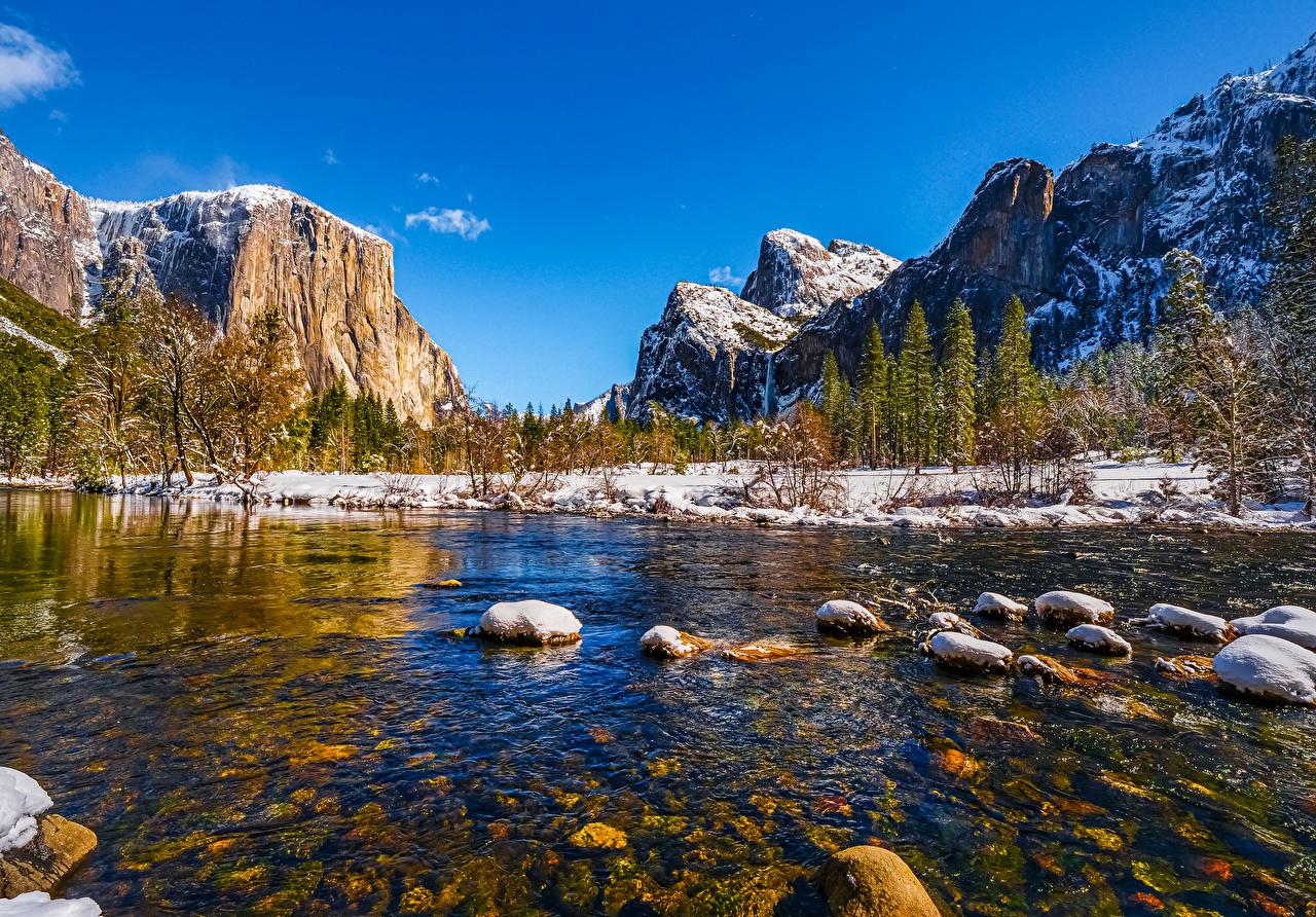 Обои для рабочего стола Йосемити Калифорния США Горы Природа Парки снегу Пейзаж речка Камень деревьев калифорнии штаты америка гора парк Снег снега снеге Реки река Камни дерево дерева Деревья